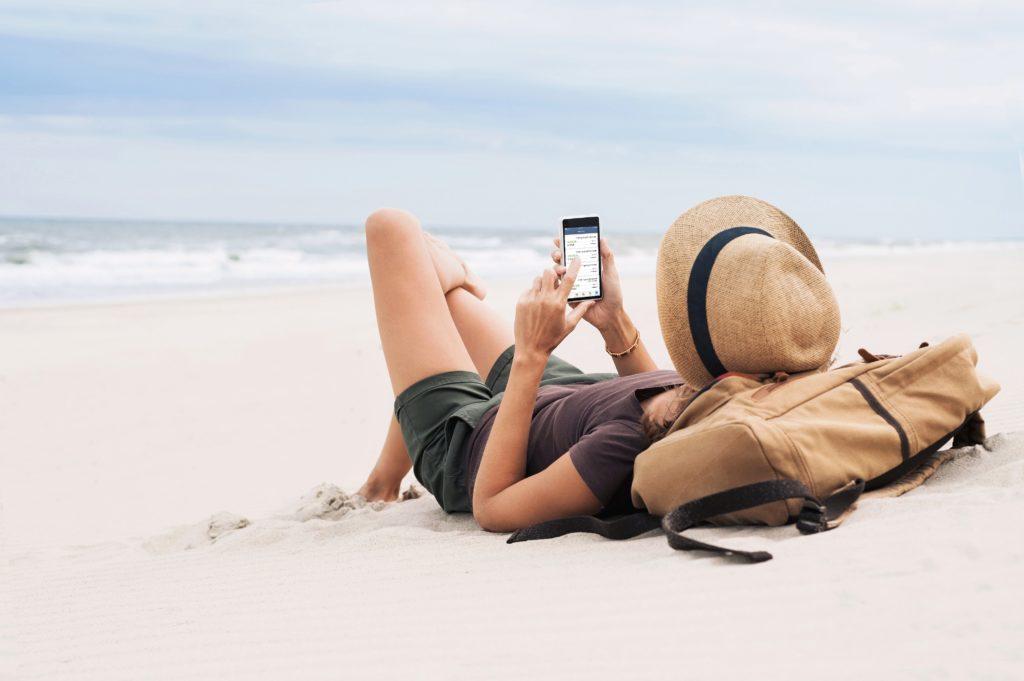 girl on mobile phone using ukrfcu app
