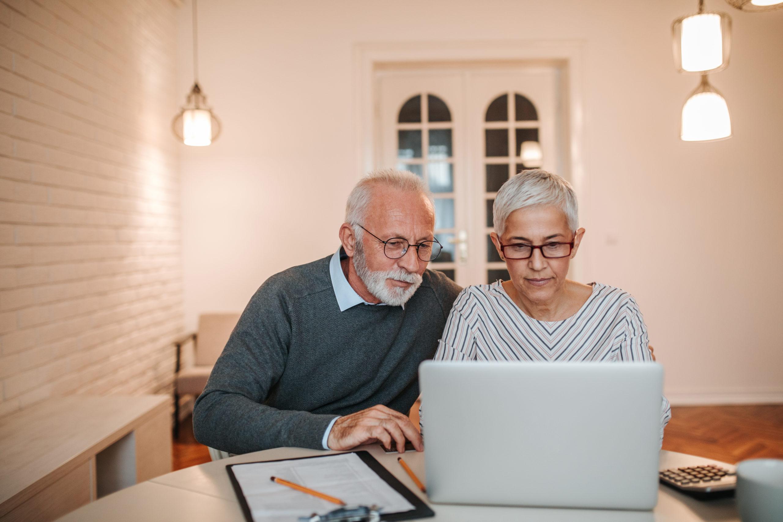 elderly couple utilizing UKRFCU digital services